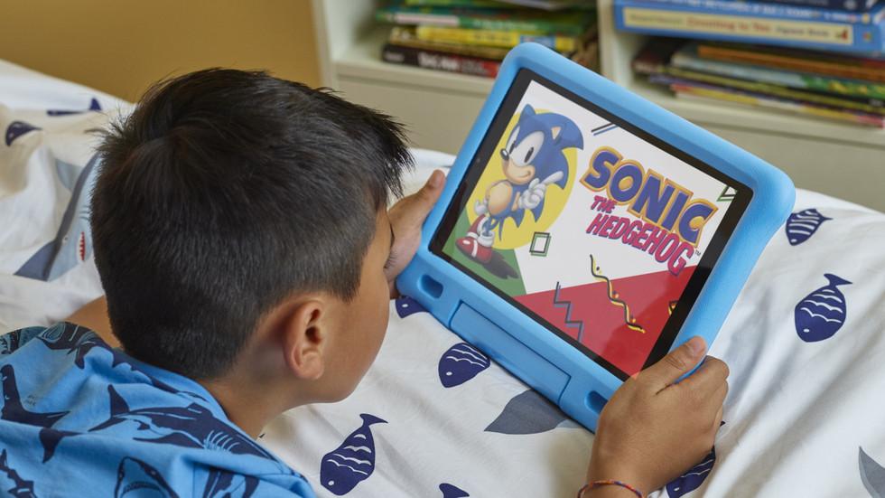 Amazon Fire HD 10 Kids Edition en uso