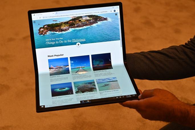 """Primer vistazo: la """"curva de herradura"""" de Intel es una tableta plegable aún más grande"""