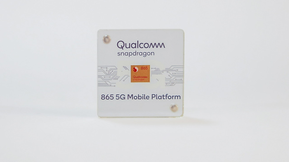 Chip Qualcomm Snapdragon 865 en un estuche